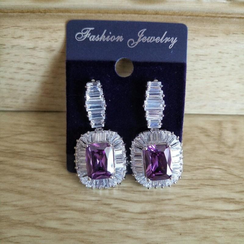 Женские серьги с цирконами в фиолетовом цвете